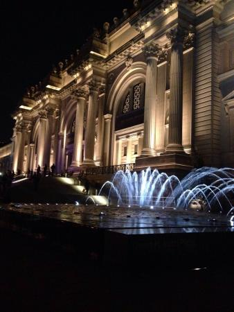 the-met-at-night