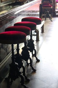 7a6959b88578e7b325e7ae280dfba97d--wrought-iron-bar-stools-red-bar-stools